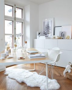 White & Gold create the perfect home office atmosphere! Office Interior Design, Home Office Decor, Office Interiors, Modern Interior, Home Decor, Office Lounge, Muebles Living, White Office, Contemporary Office