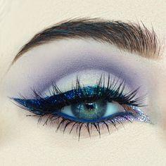 Image de eyes, makeup, and eyeliner Bright Eye Makeup, Blue Makeup, Smokey Eye Makeup, Makeup Art, Makeup Tips, Beauty Makeup, Hair Makeup, Makeup Ideas, Blue Eyeliner