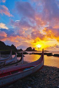 packlight-travelfar:  (via500px / Sunrise by 憲龍 周)