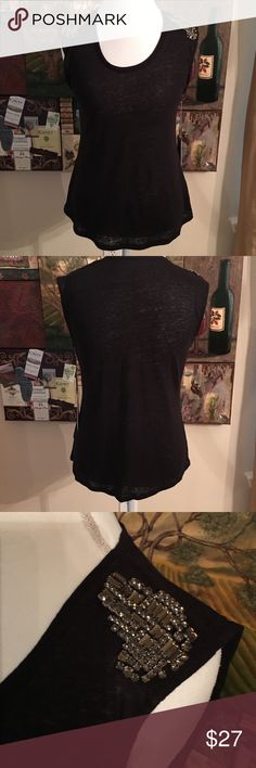 JENNIFER LOPEZ BEJEWELED KNIT SLEEVELESS TOP SZ M Jennifer Lopez Black knit Bejeweled Sleeveless top. Size M Jennifer Lopez Tops
