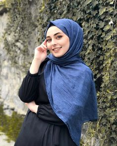 Hijab a hijabi fashionista Hijab Elegante, Hijab Chic, Stylish Hijab, Modern Hijab Fashion, Muslim Women Fashion, Beautiful Muslim Women, Beautiful Hijab, Hijabi Girl, Girl Hijab