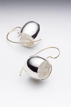 Lynn Légaré, Reclusion 1, earrings, sterling silver, 18k gold