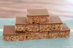 The best Thermomix Mars Bar Slice recipe - I make this all the time! Chocolate Slice, Melting Chocolate, Chocolate Brownies, Delicious Desserts, Dessert Recipes, Yummy Food, Thermomix Desserts, Cookie Recipes, Fudge