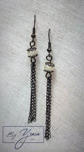 Aretes blancos, arenados con cadena quemada colgante de la Colección Marshmallows