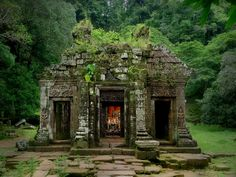 UNESCO World Heritage Site of Vat Phou, Laos - rediscovered in 1914 (by B℮n)