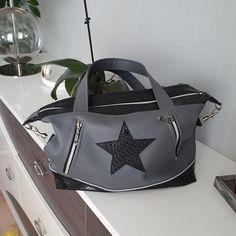 Sac Java étoile similis gris et noir cousu par Agnès - Patron Sacôtin