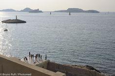 © Jaques Filiu / Jacques Filiu est quelqu'un de précis. Ses photographies aussi. La photographie historiquement a changé, s'est « dé-romanticisé » avec le photographe Lewis Baltz, dans le mouvement des « new topographics ». Marseille : une ville de clichés. C'est Filiu. Et pourtant, lui il VOIT Marseille, mieux que quiconque, car par rigueur et austérité, il a su ne tomber dans aucun panneau visuel. (Bernard Plossu)