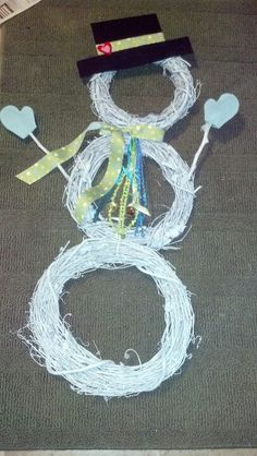 Winter snowman wreath for the front door.  Great transition piece from Christmas to Valentine's Day.
