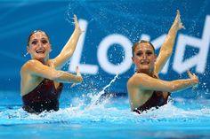 Éstas mujeres son concursantes para el equipo de natación de Argentina.