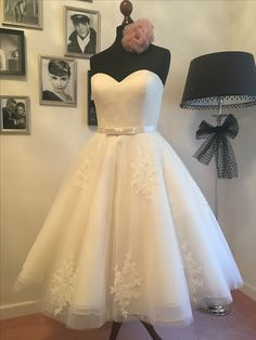 Vintage Wedding Dress Vintage Makeup, Strapless Dress Formal, Formal Dresses, Wedding Dresses, Vintage Stil, The Dress, Ball Gowns, Fashion, Gown Wedding