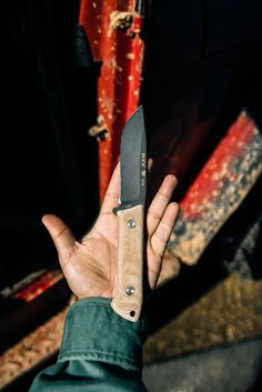 When going gets tough, the tough grab the 104 Compadre Camp knife. Buck Knives, Fixed Blade Knife, Tactical Knives, Camping Survival, Tactical Knife, Custom Knives