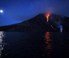 Italie : le volcan Stromboli fait son show