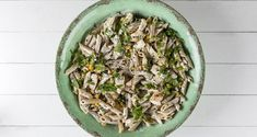 Healthy chicken penne pasta by the Greek chef Akis Petretzikis. Make easily and quickly this recipe for a healthy version of the creamy chicken penne pasta! Creamy Chicken, Healthy Chicken, Chicken Penne Pasta, High Protein, Japchae, Food Porn, Greek, Healthy Eating, Cooking