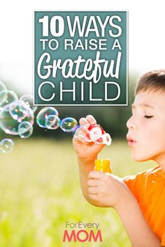 Love these 10 ways to raise a grateful child! These are great tips on how to teach your child to be grateful instead of entitled.