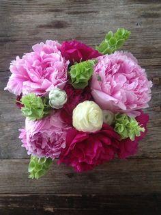 diy: pretty in peonies floral arrangement