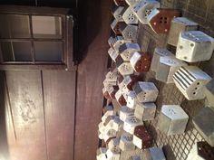 小さなお家。 焼き物の個展で見つけました。