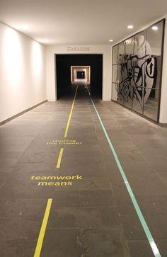 Open Campus Tiscali on Behance Floor Design, Wall Design, Design Design, Floor Signage, Exibition Design, Business Office Decor, Exhibition Stand Design, Exhibition Display, Wayfinding Signs