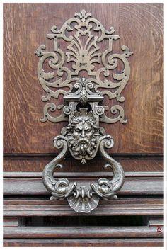 Heurtoir de porte, Paris.