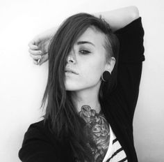 30 awesome undercut hairstyle photos to help get you inspired for a little trim. Short Hair Undercut, Undercut Hairstyles, Goth Hairstyles, Shaved Hairstyles, Sidecut Hair, Undercut Tattoos, Side Undercut, Cut My Hair, New Hair