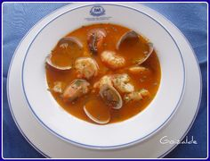 Parece que ya es tiempo de empezar con platos de cuchara. Uno de mis platos favoritos es la sopa de pescado y aunqueaquíos lo explique con estos ingredientes, pocas veces lo hago igual. Todo depe...