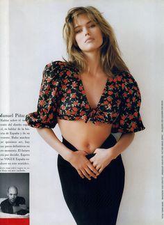 "80s-90s-supermodels:    ""Diferente Como Sus Creadores Espana"", Vogue Spain, April 1988Photographer: Tiziano MagniModel: Renee SimonsenMakeup: Huelan van Duc for Miguel SerratHair: Eric Chavanon for Bruno"