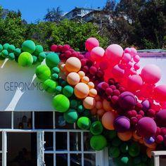 Inspirantes+Installations+de+Ballons+Eclatantes+de+Couleurs