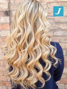 Desideri capelli biondi e sani, senza le punte sensibilizzate da stressanti trattamenti? Allora scegli il Degradé Joelle. #cdj #degradejoelle #tagliopuntearia #degradé #igers #musthave #hair #hairstyle #haircolour #longhair #ootd #hairfashion #madeinitaly #wellastudionyc