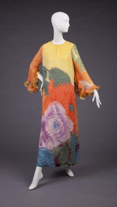 Dress Hanae Mori, The Goldstein Museum of Design Kaftan Style, Caftan Dress, Retro Fashion, Vintage Fashion, Bohemian Fashion, Vintage Dresses, Vintage Outfits, Hippie Culture, Mode Vintage