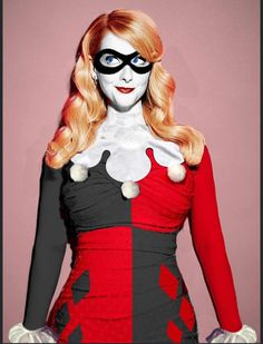 Big Bang Theory's Melissa Rauch dressed in Harley Quinn attire. Melissa will be voicing Harley for the upcoming Batman & Harley Quinn animated film. Melissa Rauch, Big Bang Theory Actress, Jared Leto Joker, Smurfette, Amanda Bynes, Joker And Harley Quinn, Famous Women, Up Girl, Best Cosplay