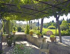 Bed and breakfasts Mas Lou Figoulon , Saint-Rémy-de-Provence, Francia Garden Cafe, Garden Pool, Garden Landscaping, Porches, Pool Gazebo, Iron Pergola, Provence Garden, Outdoor Living, Outdoor Decor