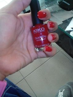 Vernis à ongles rouge Kiko 825