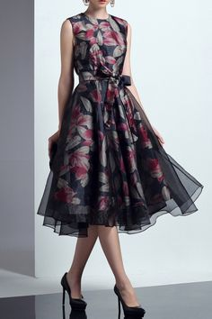 Shop black floral tulle dress here, find your midi dresses at dezzal, huge selection and best quality. Modest Dresses, Simple Dresses, Elegant Dresses, Cute Dresses, Beautiful Dresses, Formal Dresses, Midi Dresses, Elegant Outfit, Classy Dress
