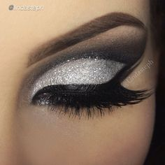 Absolutely Beautiful.. Silver Glitter is always Pretty.