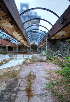 This Abandoned Hotel In Pennsylvania Will Send Shivers Down Your Spine