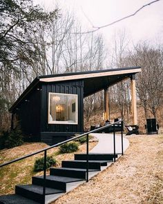 Nestled on 13 acres of woods, this adorable shipping container is inspiring. Dubbed The Lilypad and located a couple miles from the entrance of Old Man's Cave in Logan, Ohio, we love its black facade and cozy interior. Let's take a look! Tiny House Cabin, Tiny House Living, Tiny House Plans, A House, Tiny Guest House, Prefab Guest House, Backyard Guest Houses, Tiny House Exterior, Backyard Buildings