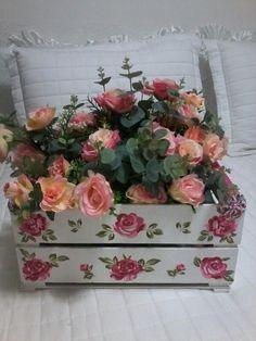 Caixote de feira customizado por mim, pode ser usado tambem como floreira.
