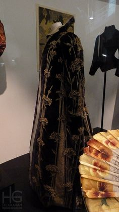 Embroidered velvet coat, Marshall & Snelgrove, England, 1895-1900. Embroidered velvet with silks, satin, felt, machine-made lace, lined with silk, canvas, metal