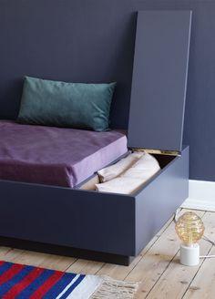 Furniture Haul Away Diy Daybed, Diy Sofa, Buy Furniture Online, Ikea Furniture, Diy Interior, Home Interior Design, Sofa Inspiration, Sofa Home, Bedroom Decor