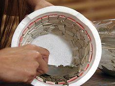 diversas macetas de formas originales con cemento