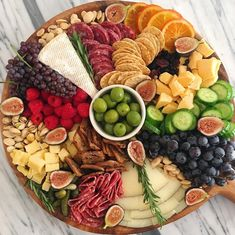Ain't Too Proud To Meg - Food Stylist sharing tips to make beautiful boards for every occasion. Charcuterie Recipes, Charcuterie And Cheese Board, Charcuterie Platter, Antipasto, Pureed Food Recipes, Cooking Recipes, Lox And Bagels, Appetizer Recipes, Appetizers