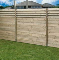 Batirenover vous présente cette semaine un concept astucieux : une palissade en bois persiennée à lames orientables selon les besoins de la journée.