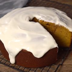 This Pumpkin Dessert melts-in-your-mouth! A simple Pumpkin Pound Cake recipe paired with a lovely Cream Cheese Glaze. Baking Recipes, Cake Recipes, Dessert Recipes, Fun Recipes, Recipies, Pumpkin Pound Cake, Pumpkin Cheesecake, Pumpkin Recipes Easy Quick, Healthy Fast Food Options