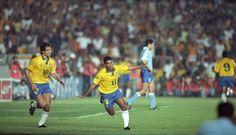 Caminho aberto para o tetra: com um show de Romário, o Brasil venceu o Uruguai por 2 a 0, em 1993, e garantiu a classificação para buscar o título mundial na Copa de 1994, nos Estados Unidos Foto: Arquivo/O Globo