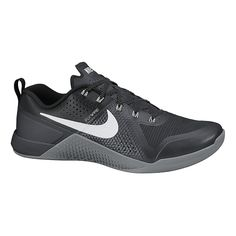 Score the hybrid shoe thats specifically designed to withstand the demands of cross training, all while keeping you moving at full speed, the Mens Nike MetCon 1