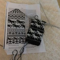 Jacquard – 'The Winter Rainbow' Knitting Charts, Knitting Stitches, Knitting Patterns, Cross Stitch Patterns, Crochet Patterns, Knitted Mittens Pattern, Knit Mittens, Knitting Socks, Beaded Cross Stitch