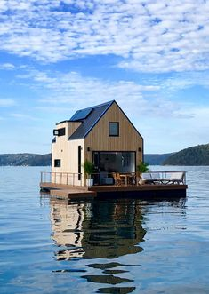 via heavywait - modern design architecture interior design home decor & Architecture Design, Australian Architecture, Australian Homes, Sustainable Architecture, Hunting Cabin Decor, Camping Sauvage, Tiny Studio Apartments, Houseboat Living, Water House
