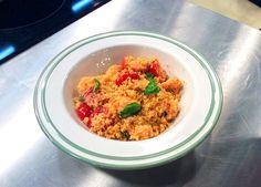 Cuscuz de camarão com tomate cereja e manjericão