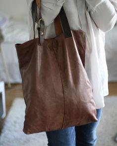 Valkoista pellavaa leather bag