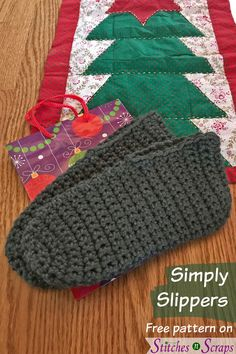 Give the gift of warmth this holiday season with Simply Slippers! This easy, crochet slippers pattern comes in 4 adult sizes from S to XL. Easy Crochet Slippers, Crochet Slipper Pattern, Crochet Boots, Crochet Yarn, Free Crochet, Felted Slippers, Crochet Top, Crochet Simple, Needle Felted