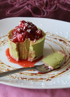 Mini Avocado Vanilla Cheesecakes (raw, vegan)